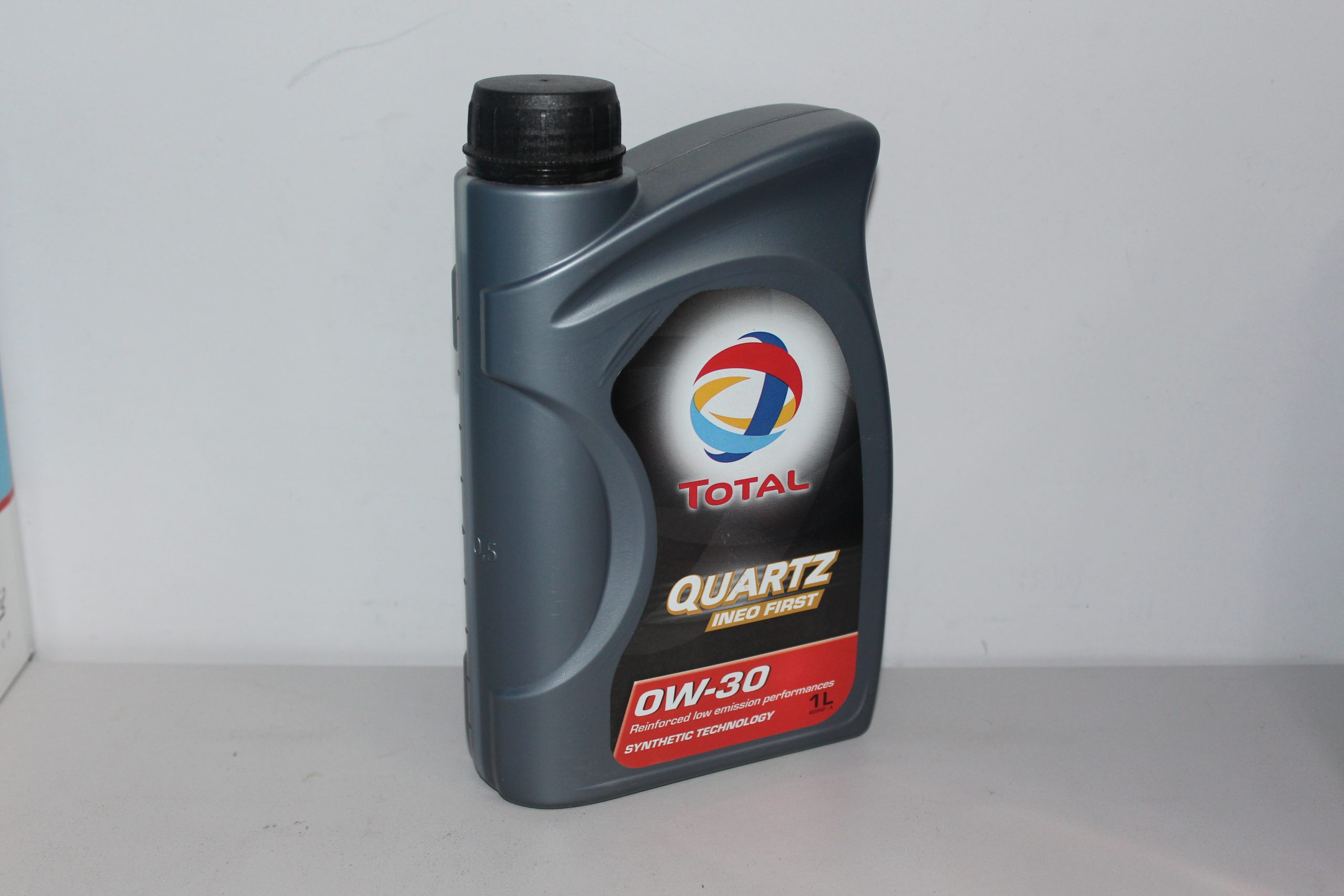 TOTAL Моторное масло Quartz Ineo FIRST SAE 0w30 1л Full-synthetic